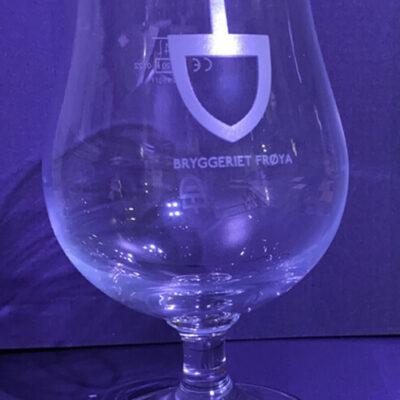 https://bryggerietfroya.no/wp-content/uploads/2020/11/glass-med-logo-400x400.jpg